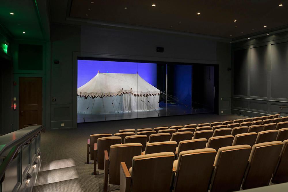 Zunächst verdeckt und auf zwei Arten als Projektionsfläche genutzt – das Zelt von George Washington (Foto: Robert A.M. Stern Architects)