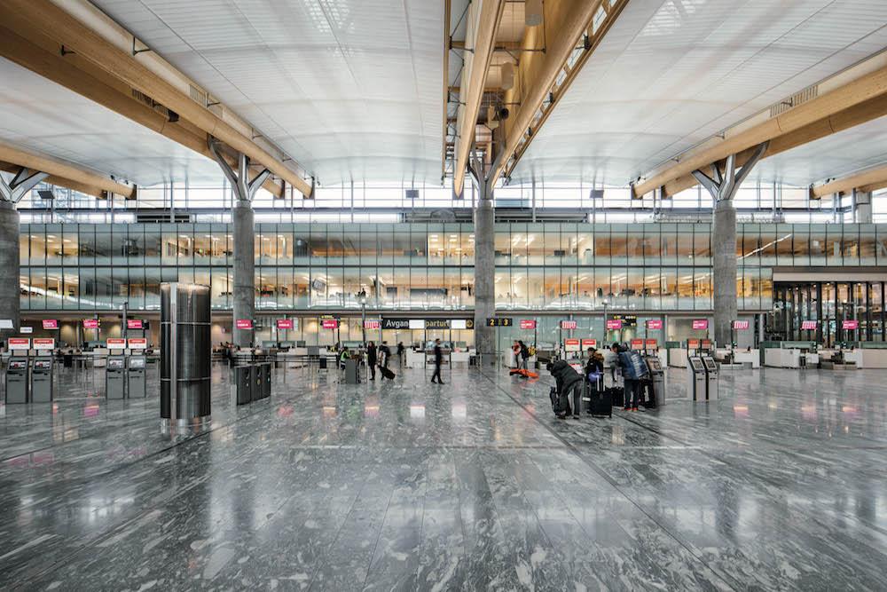 Die Lichtstimmungen der verschiedenen Bereiche des Airports werden aufeinander abgestimmt (Foto: Avinor)