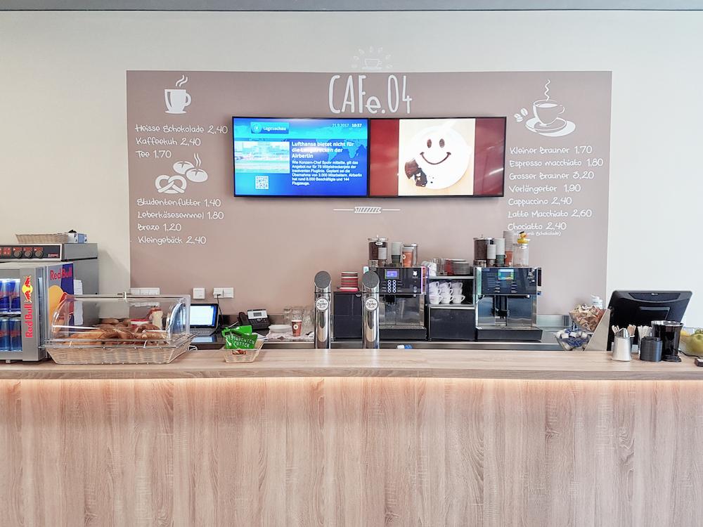 Digital Signage Screens in der Cafetaria der FH Kufstein (Foto: Peakmedia)