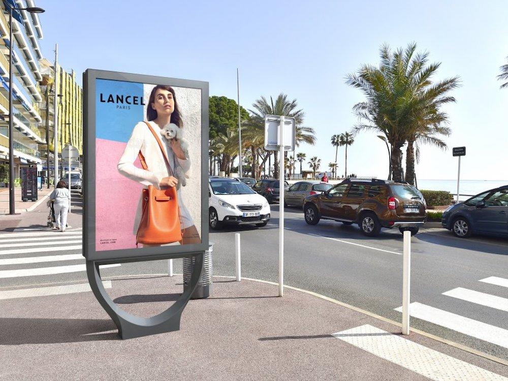 In Antibes an derCôte d'Azur werden neue DooH Screens installiert (Foto: JCDecaux)