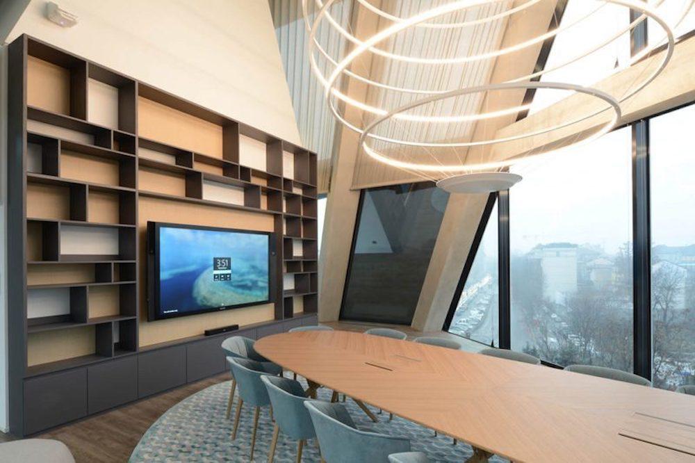 Surface Hub in einem Besprechungsraum (Foto: Ayno)