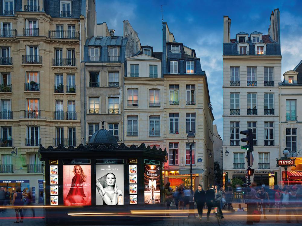 Traditionelles Pariser Kiosk mit Werbeträgern von JCDecaux (Foto: JCDecaux)