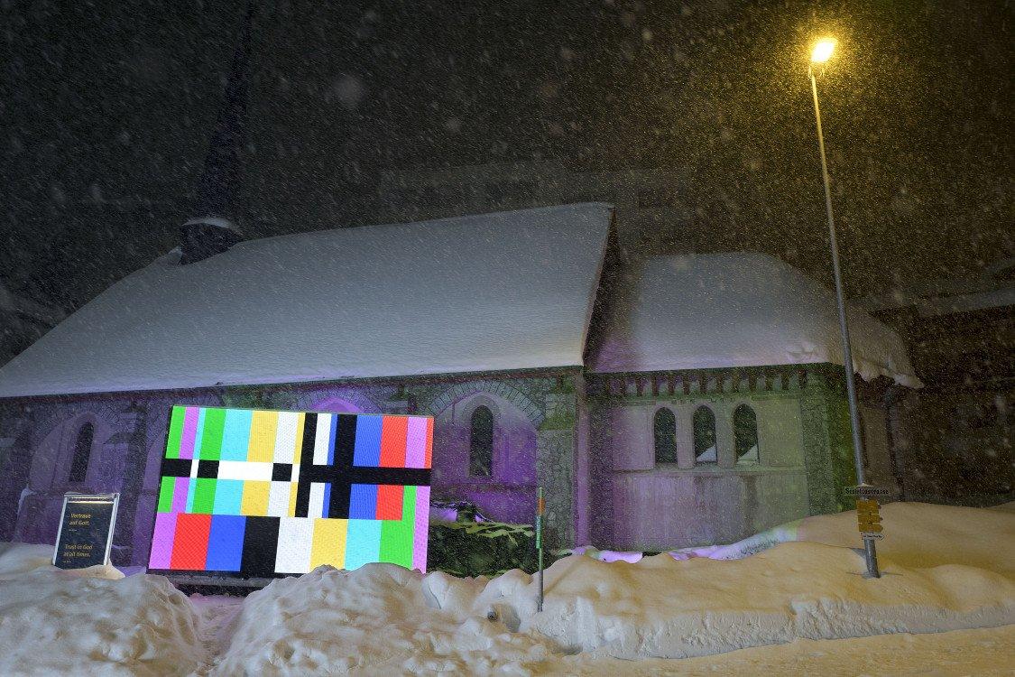 Test der Outdoor-LED vor Veranstaltungsbeginn (Foto: WEF)