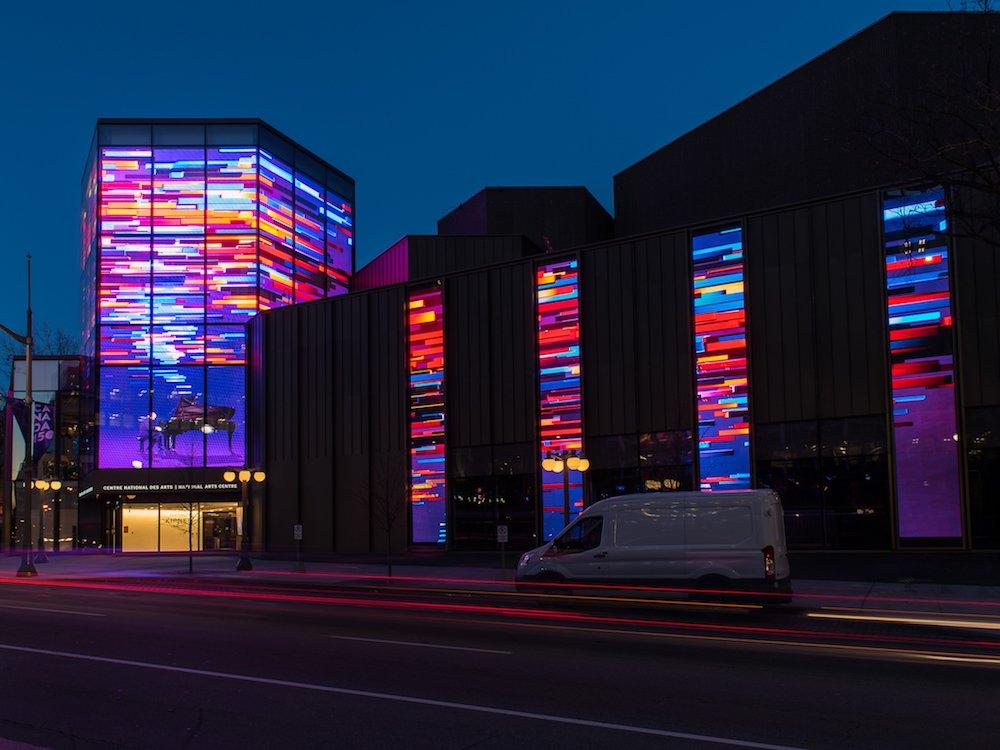 Das NAC nutzt Nordamerikas größten transparenten LED Screen (Foto: Moment Factory)