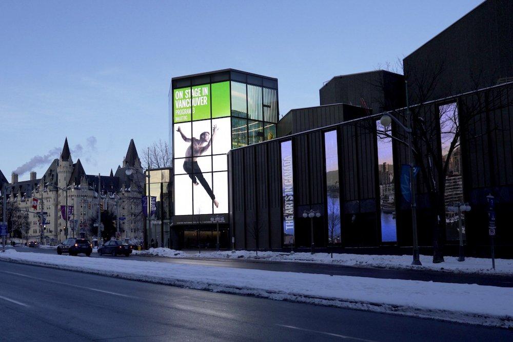 Der lichtstarke LED Screen bei Tageslicht (Foto: Moment Factory
