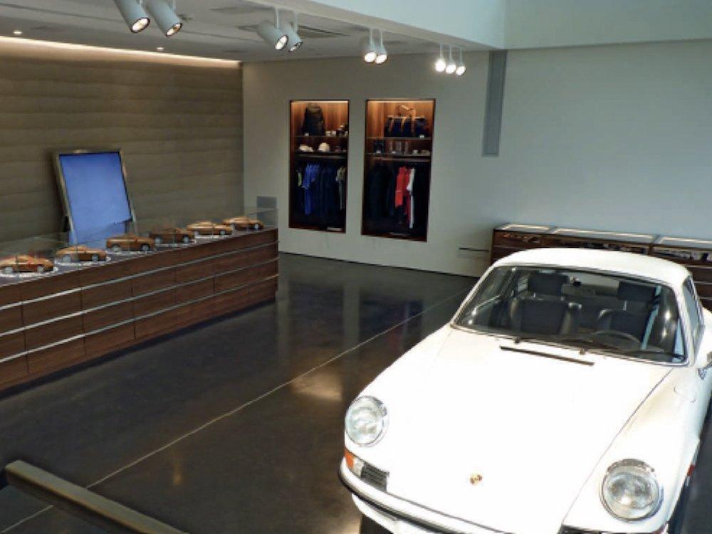 Eines der im Jahr 2017 abgeschlossenen macom Projekte Porsche Markenzentrum auf Sylt (Foto: macom GmbH)