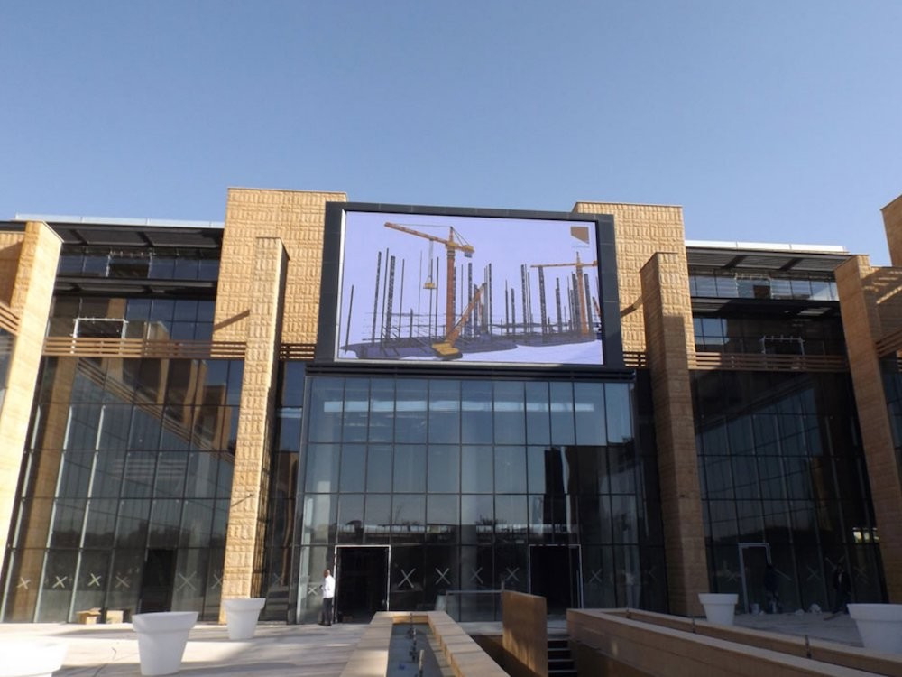 Wurde 2017 installiert: LED Screen von Daktronics an der Al Nokhba Mall in Riad (Foto: Daktronics)