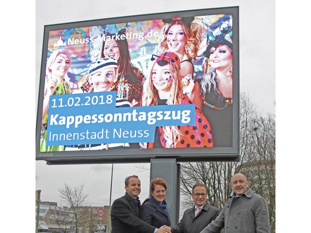 Startschuss für das erste LED-Board in Neuss (Foto: Ströer)