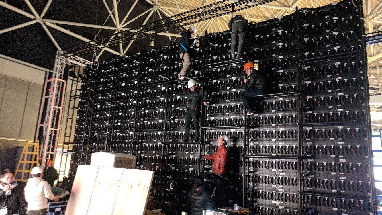 Aoto Experten beim Build-up (Foto:invidis)