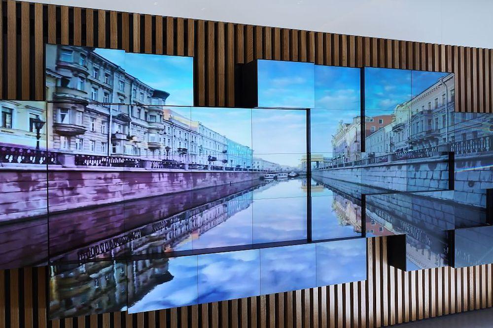 Bei den Inhalten setzt Sberbank auch stark auf Ambient und Unterhaltung (Foto: Christie)