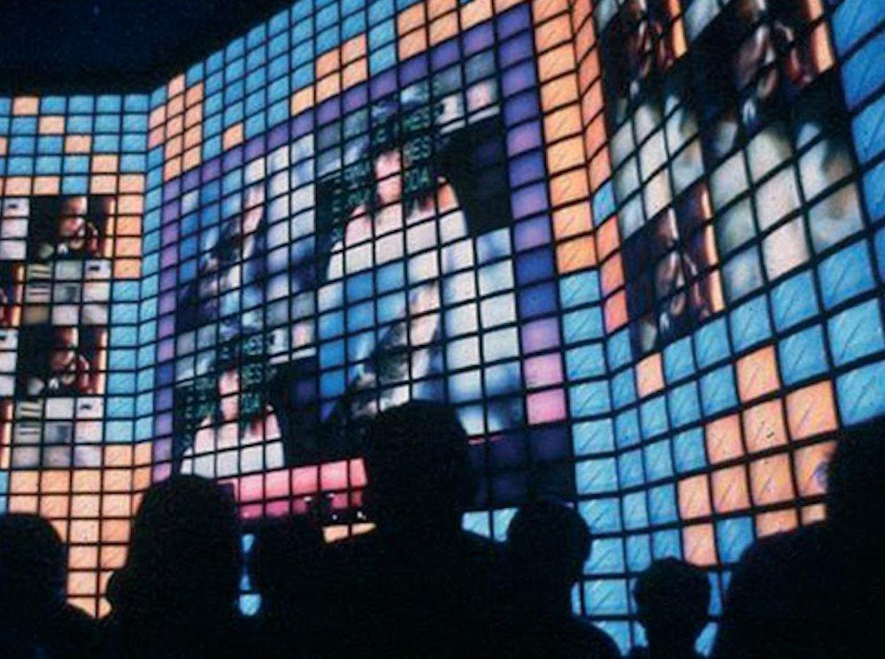 Expo 1992 – Electrosonic installierte die groesste Video Wal (Foto: Electrosonic)
