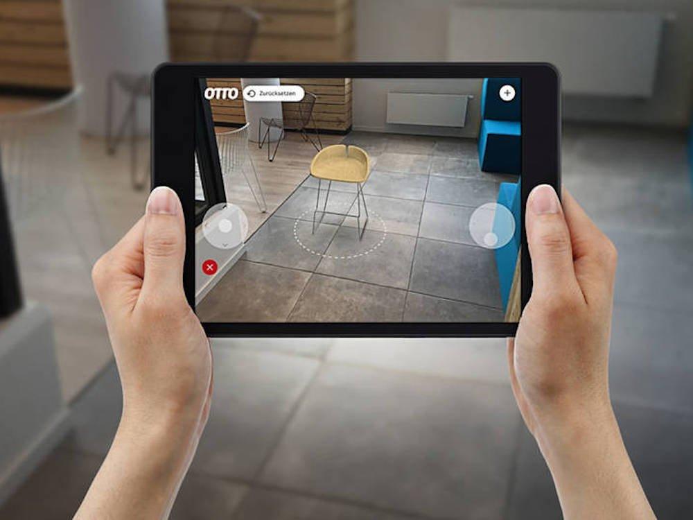 Neue AR App von Otto im Einsatz (Foto: Otto)