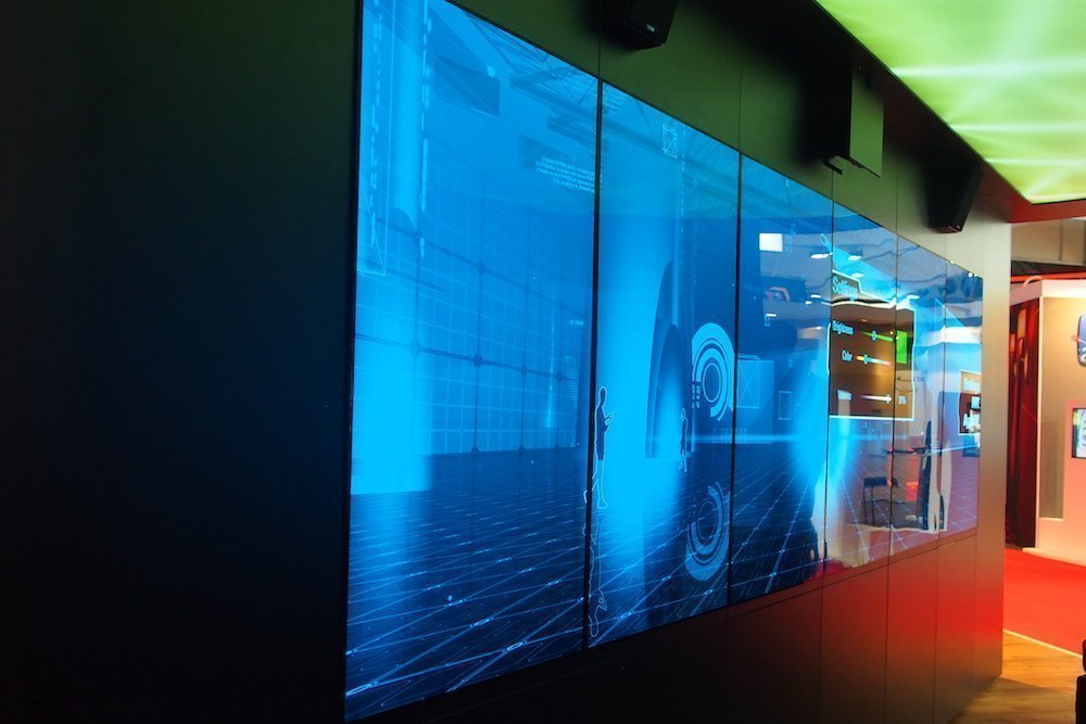 OLED Touch-Wall mit Radar Touch (Foto: invidis)
