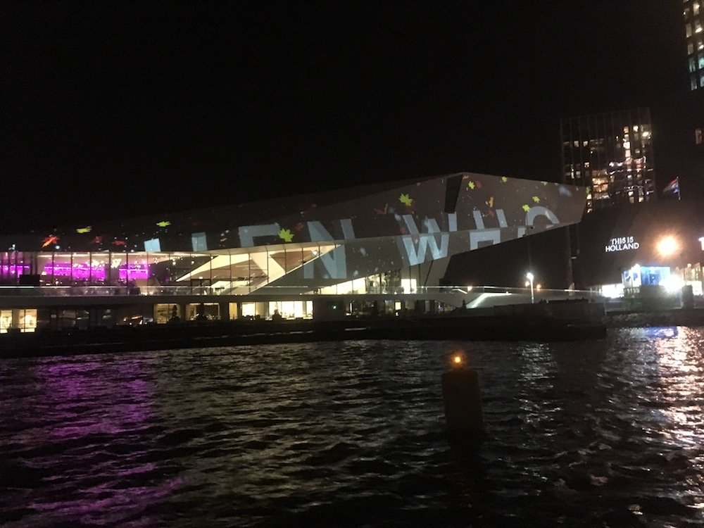 Projection Mapping auf dem EYE Filmmuseum (Foto: invidis)