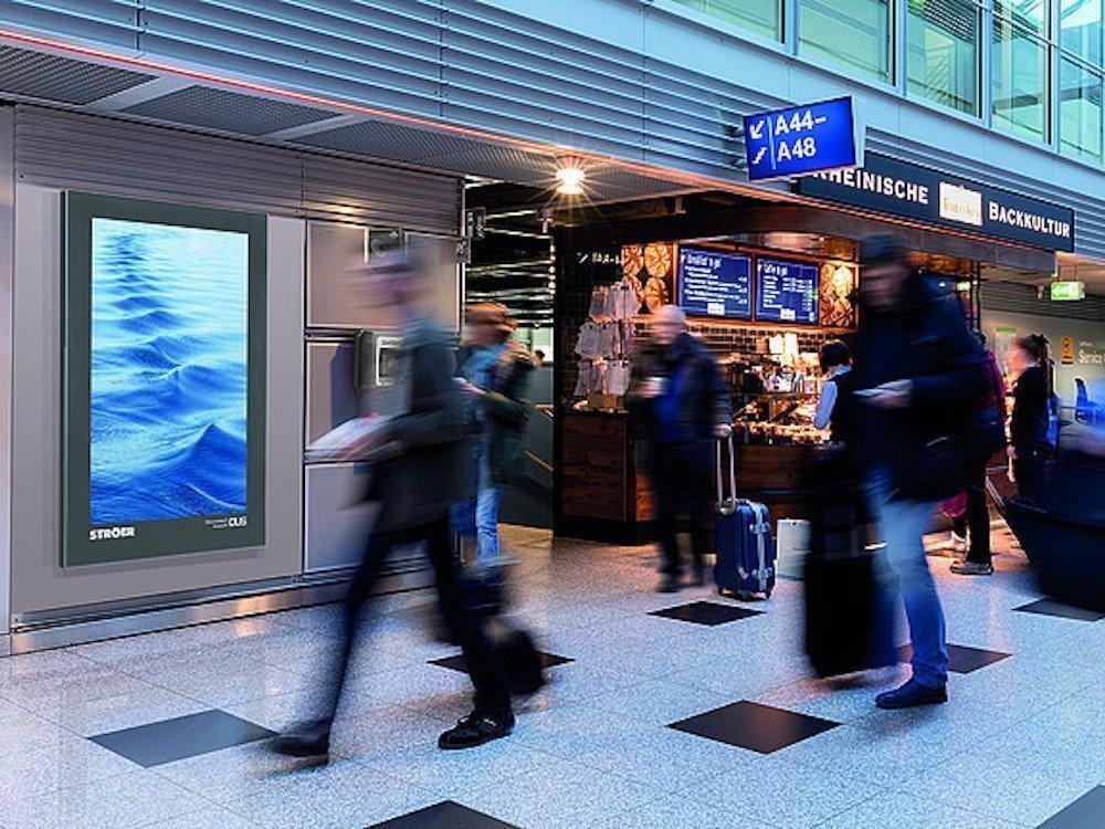 Ströer hat die Anzahl der DooH Screens am Flughafen Düsseldorf erhöht (Foto: Ströer)