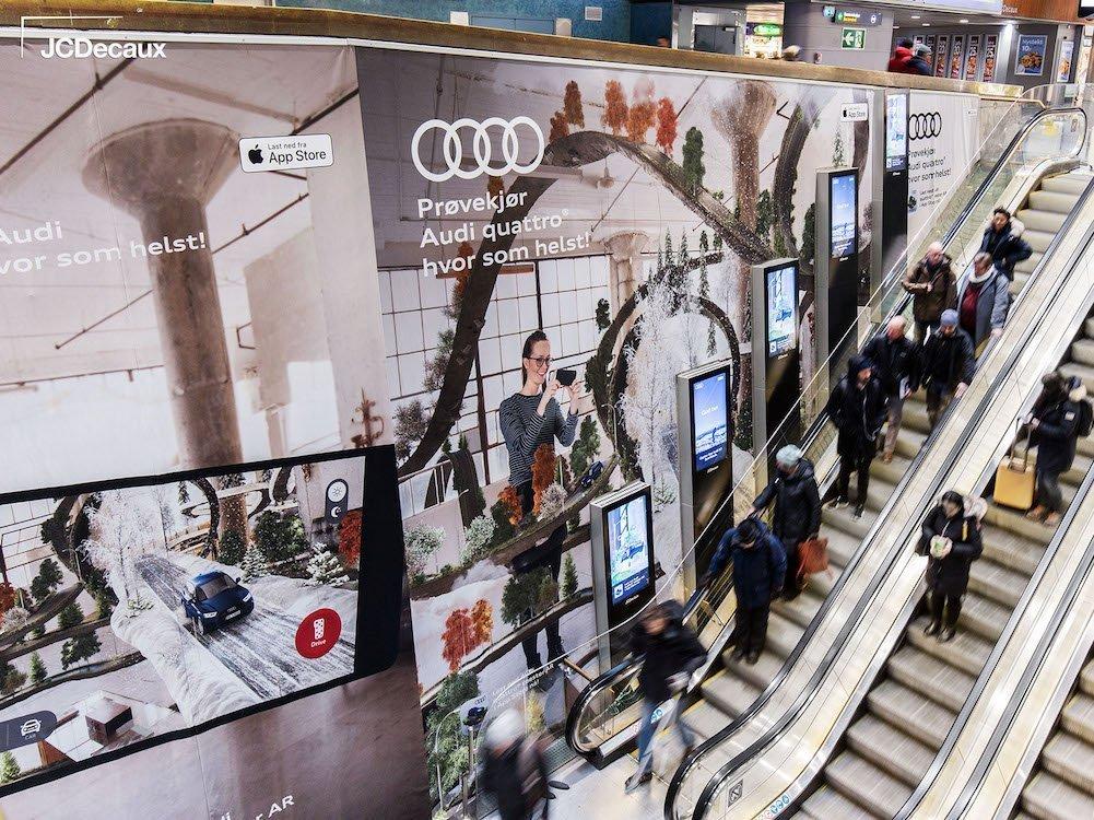 Audi-Kampagne für eine neue AR-App am Hauptbahnhof Oslo (Foto: JCDecaux Norge)