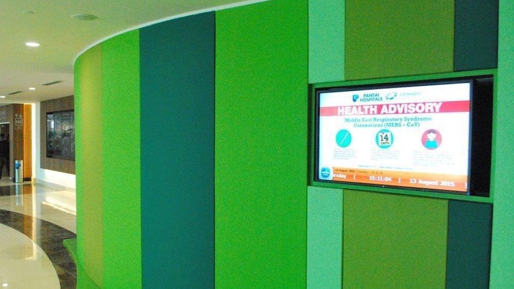 In der Lobby sind eine Video Wall und mehrere einzelnen Screens installiert (Foto: Scala)
