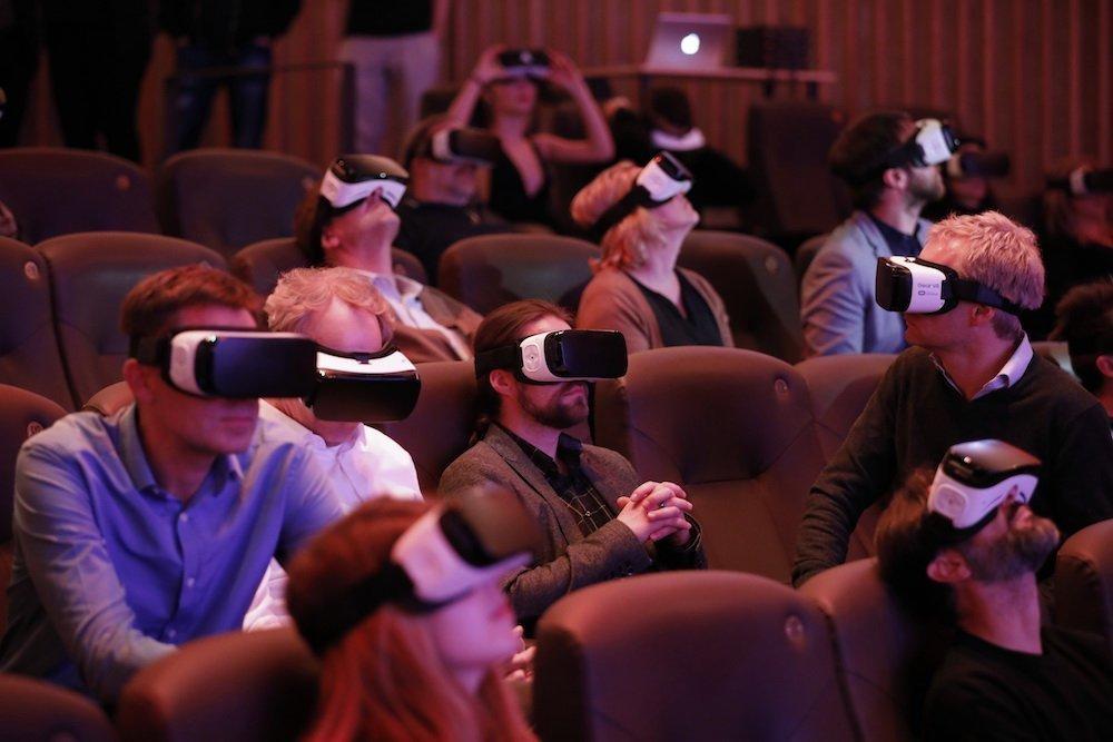 Kinobesucher testen CMV bei der Kampagne von Porsche (Foto: WerbeWeischer)