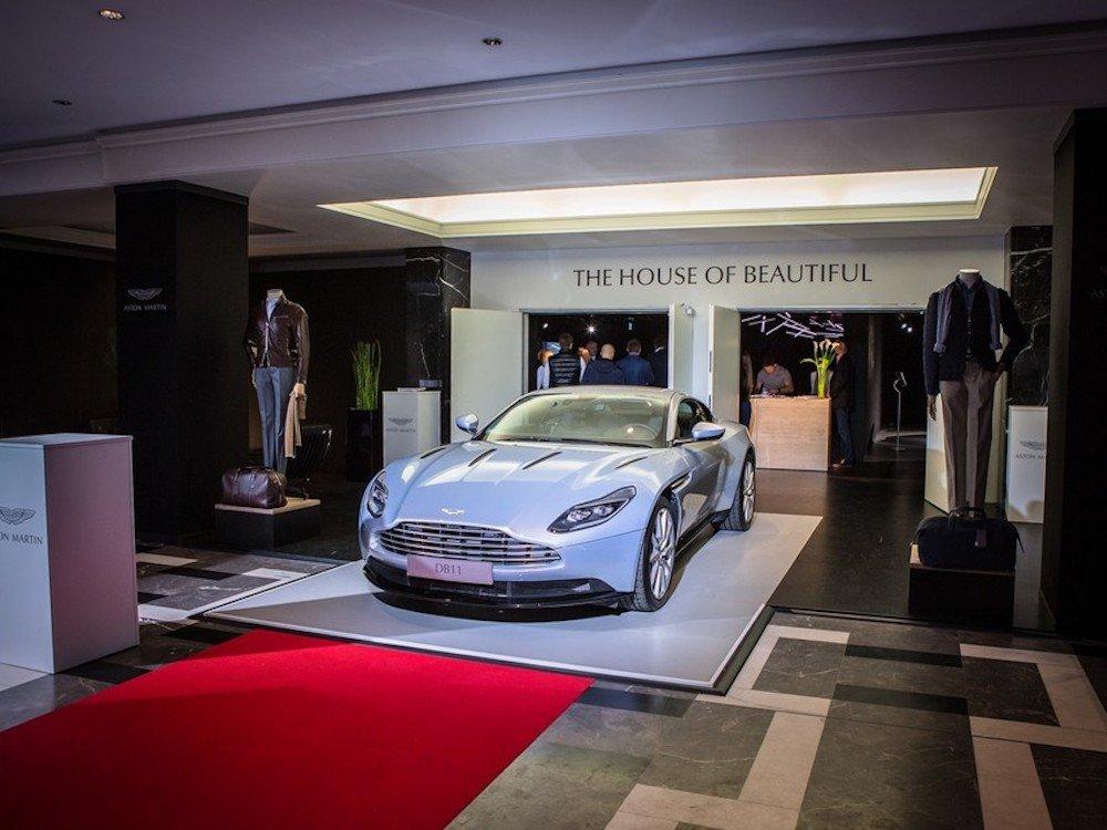 Schwarz wie die Nacht der Pop-up von Aston Martin zur IAA 2017 (Foto: satis&fy / Anna Imm Photography)
