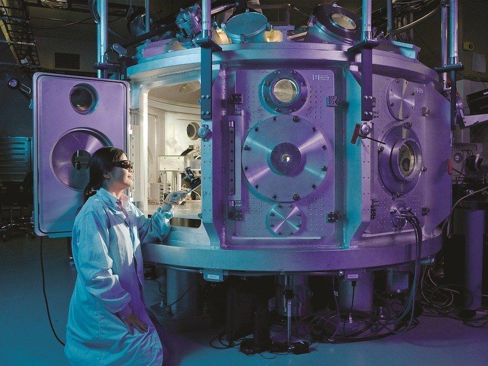 Wissenschaftlerin im Labor – Symbolbild (Foto: Pixabay / skeeze)