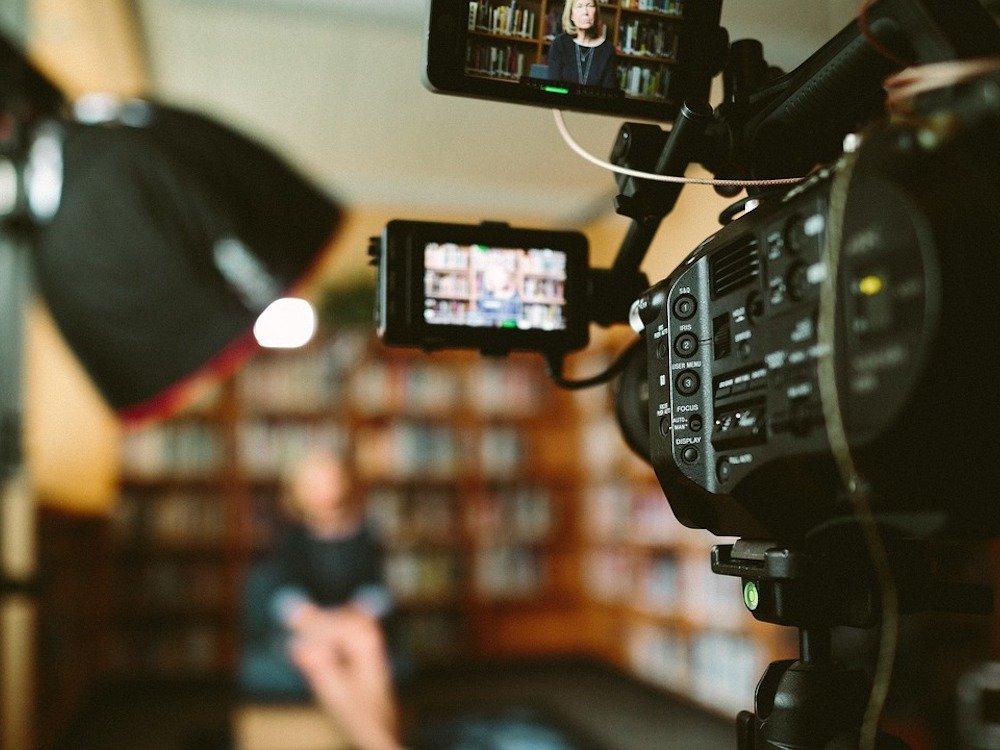 Abgedrehte Filme nutzen heute nur wenn sie hoch komprimiert schnell zu streamen sind (Foto: Pixabay / StockSnap)