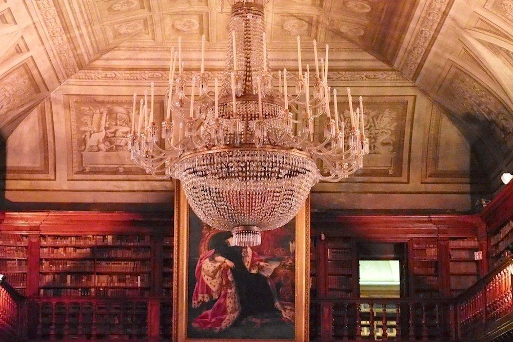 Blick auf die obere Galerie der Bibliothek (Foto: invidis)