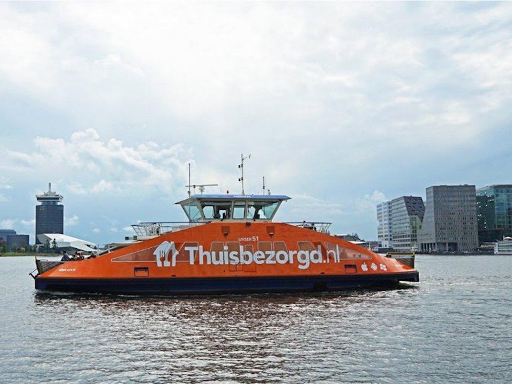 Erst seit einigen Monaten sind in Amsterdam auch die Fähren der GVB als Werbeträger buchbar (Foto: JCDecaux NL)