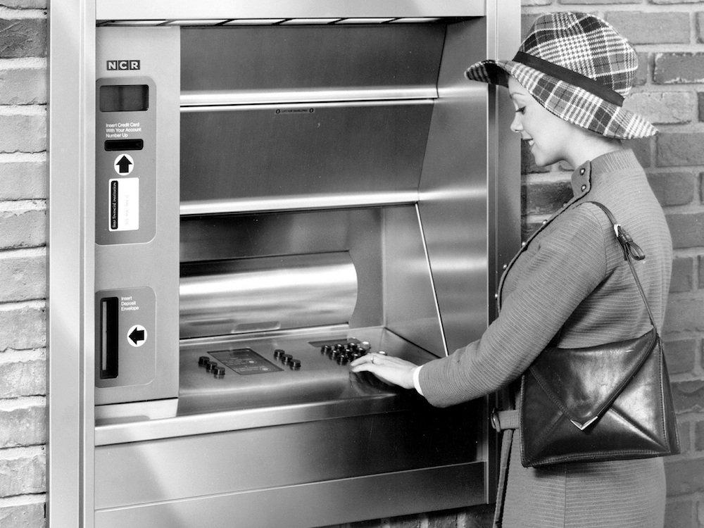 Erster ATM von NCR aus dem Jahr 1977 (Foto: NCR)
