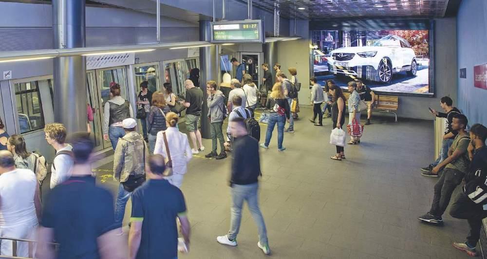 Neue digitale Werbefläche in der Metro von Lausanne (Foto: APG|SGA)