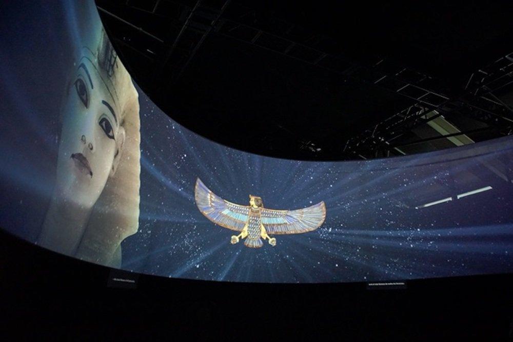 """Projektion in der """"King Tut""""- Ausstellung (Foto: Barco)"""