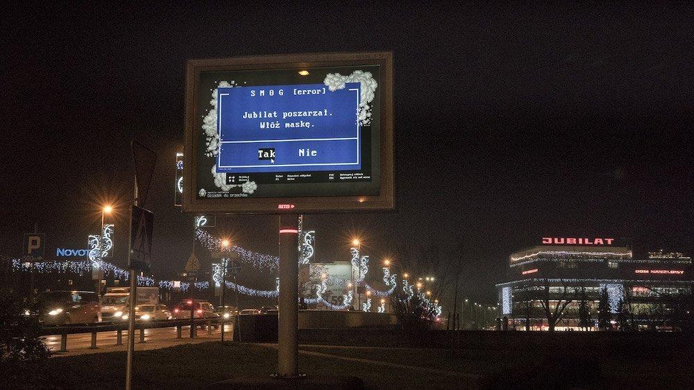 Retailer im Smog – mit einem Kampagnenhinweis an prominenter Stelle (Foto: Dziadek Do Orzechow)