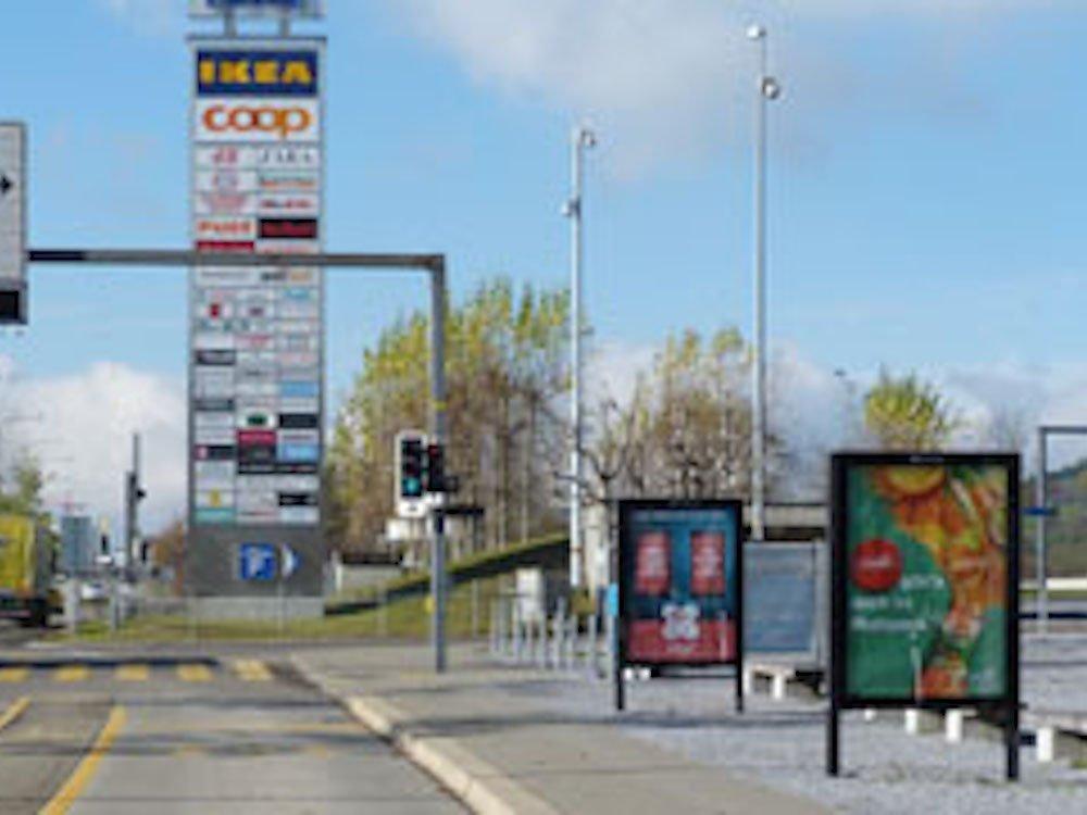 Werbemedien in Nähe einer Shopping Mall in der Schweiz (Foto: Clear Channel)