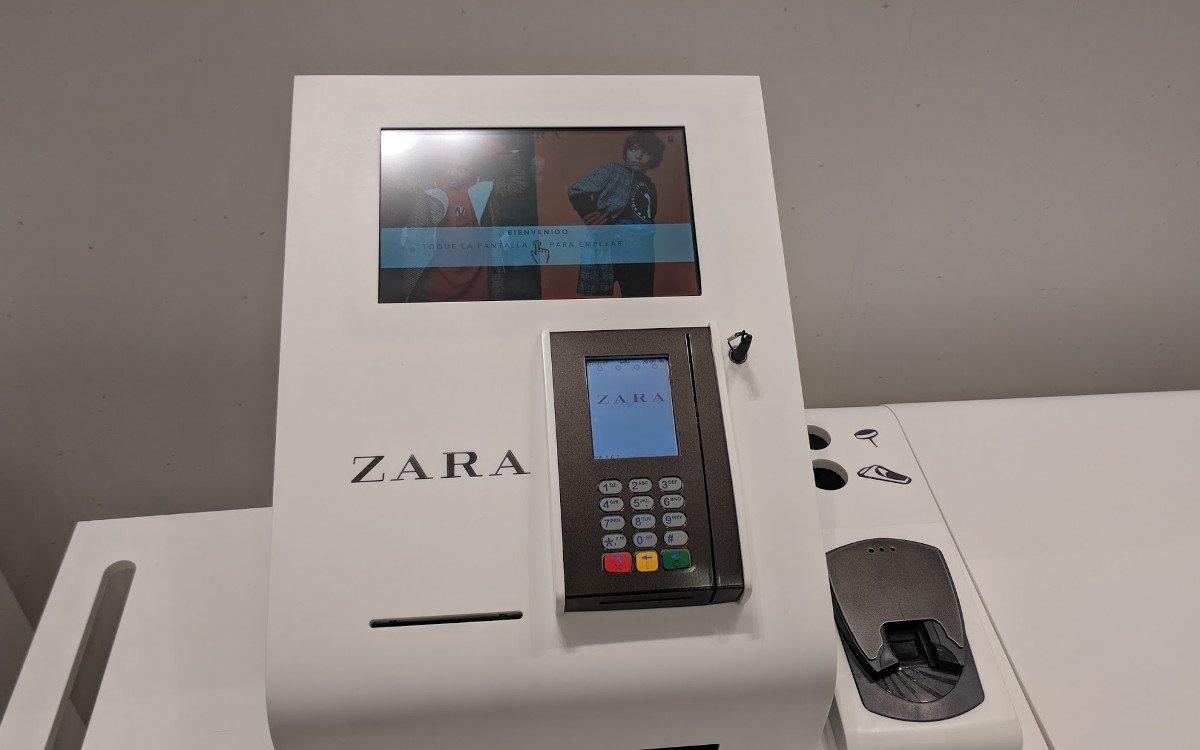 Self-Checkout - einfach durch integrierte RFID Warensicherung - Pilotstore Setup (Foto: invidis)
