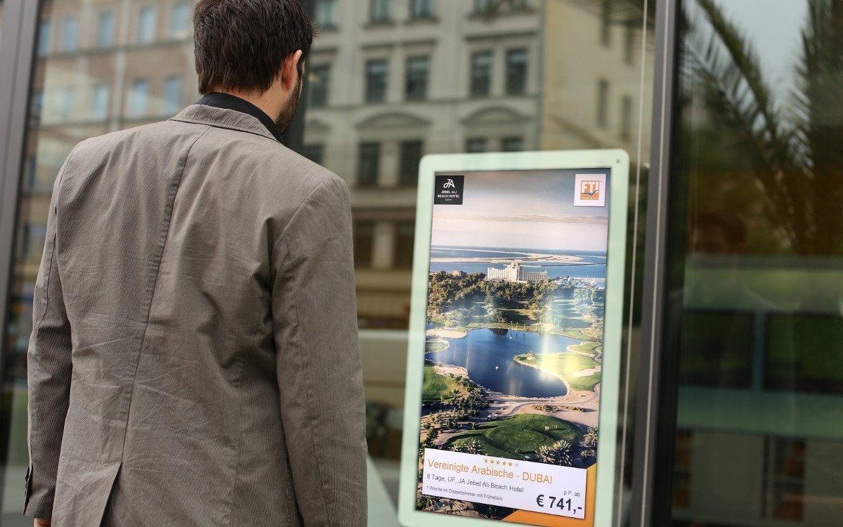 Digitale Angebotsstelen im Schaufenster (Foto: TVG)