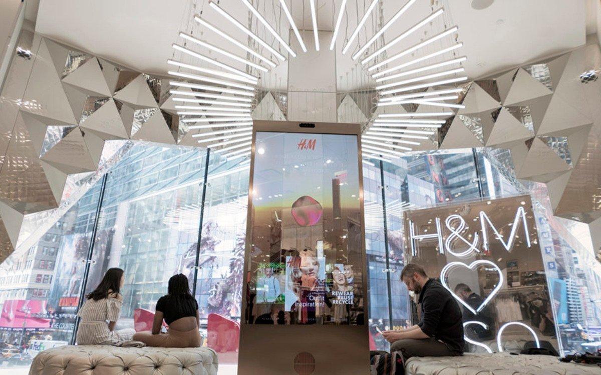 H&M Mirror Display mit Voice Control (Foto: Visualart)