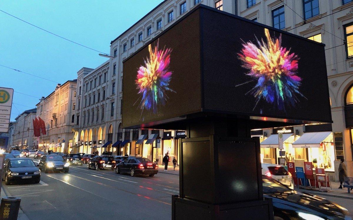 Kampagne mit einem mobilen LED Tower in München (Foto: AMBERMEDIA)