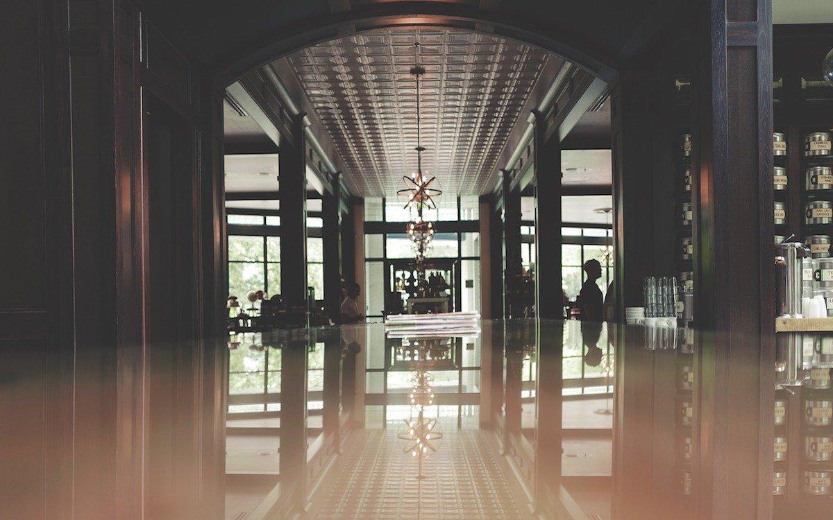 Lobby in einem Hotel – Symbolbild (Foto: Pixabay / StockSnap)