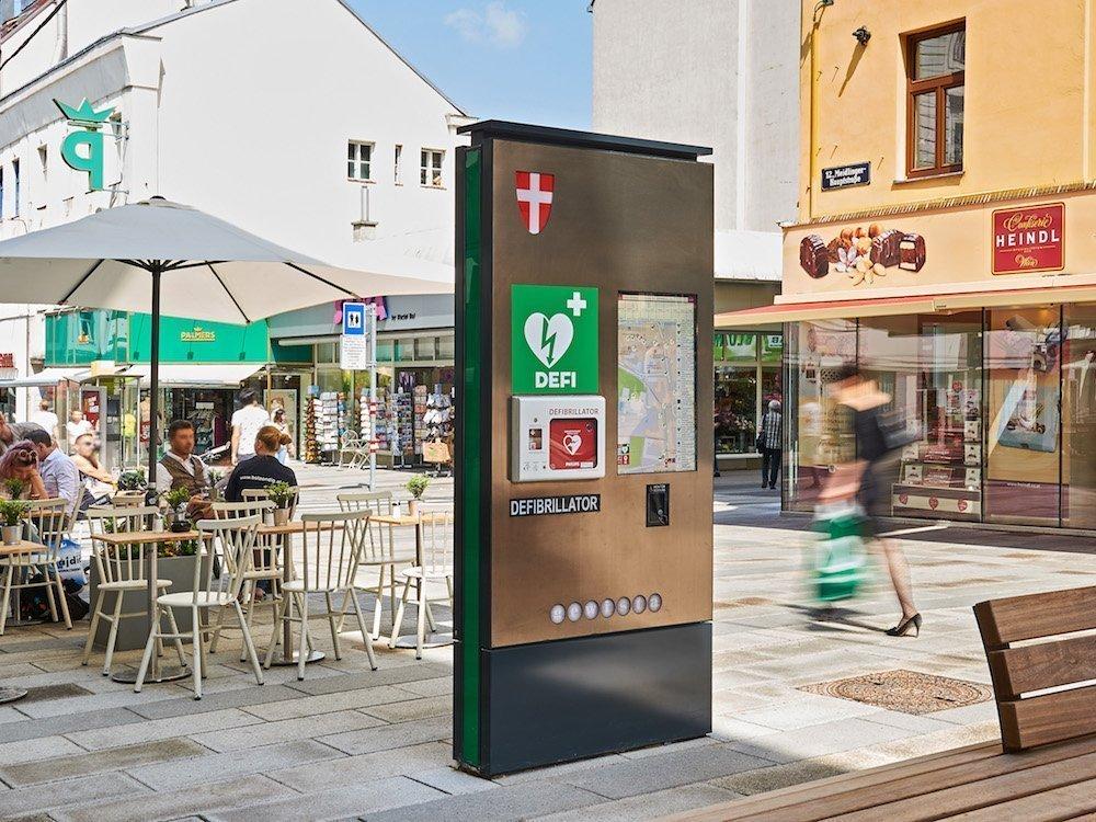 Neue Defi-Säule auf der Meidlinger Hauptstraße (Foto: Gewista)