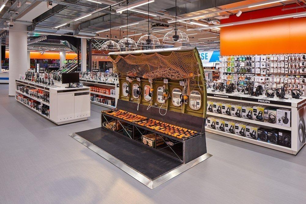 retail technology einzelhandel marken inszenierung in den neuen deutschen flagships von. Black Bedroom Furniture Sets. Home Design Ideas