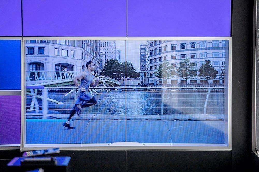 Store in Frankfurt: Videowalls werden auch für interaktive Zwecke großzügig eingesetzt (Foto: Cheil)