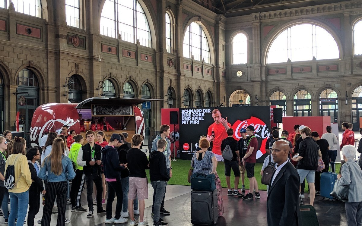 Coca-Cola lockte mit AR im Zürcher Hauptbahnhof (Foto: Grand Visual)