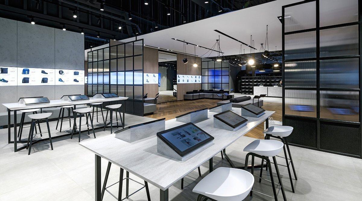 Hoch-Tische mit integrierten Displays zum Bestellen und Stöbern (Foto: Dalziel & Pow)