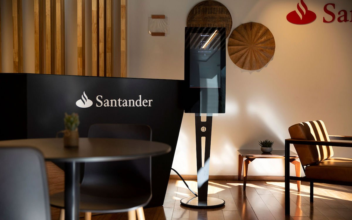 Interaktives Kiosk in einem Santander WorkCafè (Foto: Zytronic)