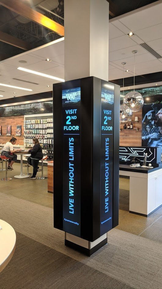 Auch AT&T nutzt Stretched an Pfeilern im San Francisco Flagship Store (Foto: invidis)
