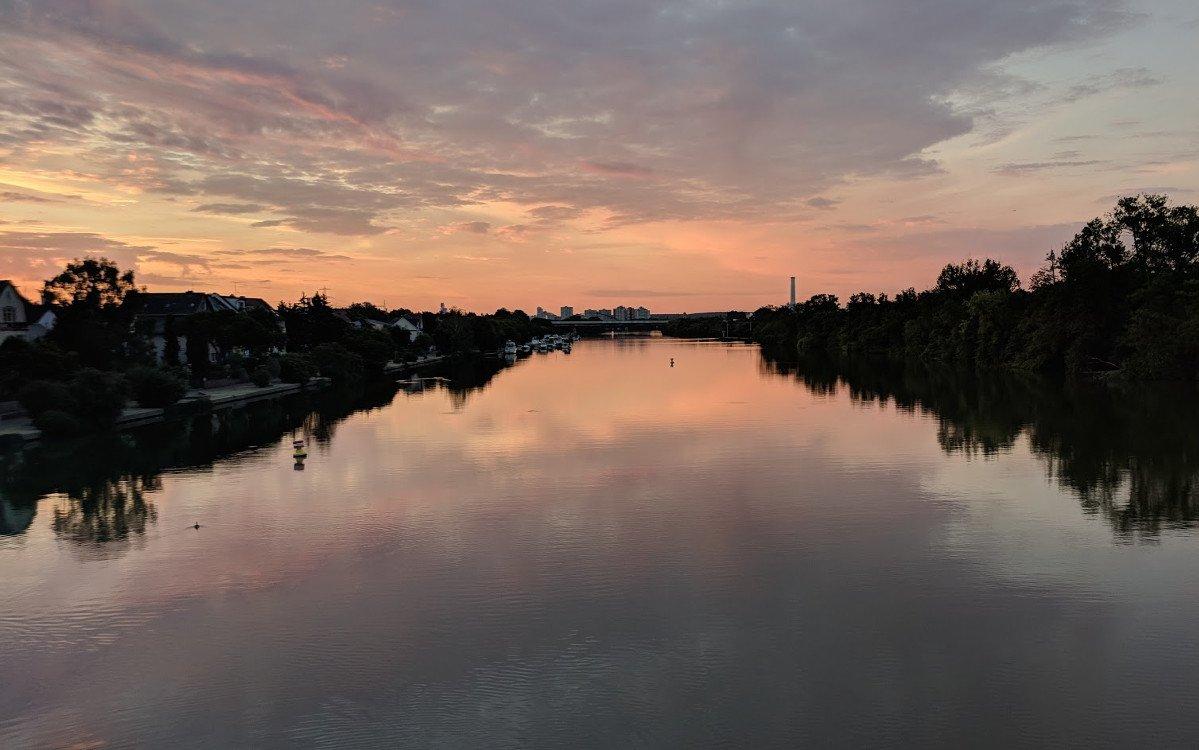 Sonnenaufgang am Main (Foto: invidis)