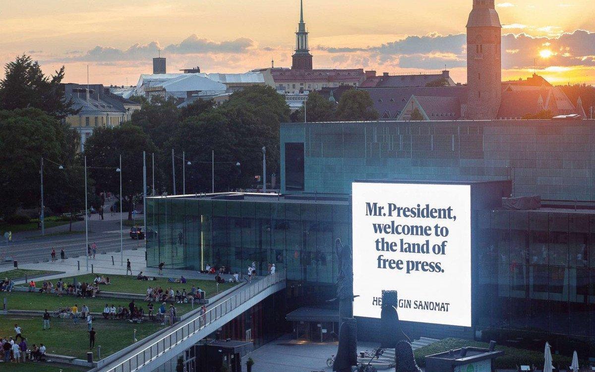 Helsinki leuchtet für Trump und Putin (Foto: twitter/Wheretty)