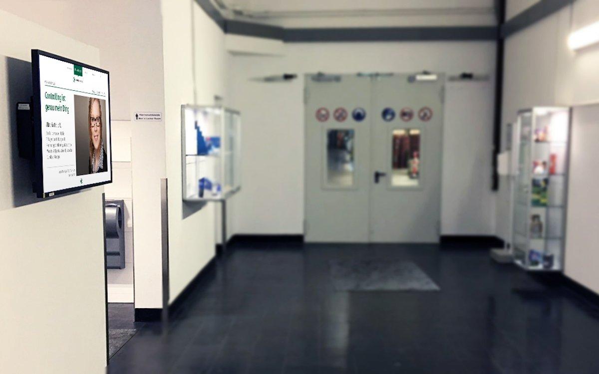 Bei Gundlach Verpackung informieren Screens die Mitarbeiter (Foto: Gundlach SEEN MEDIA)