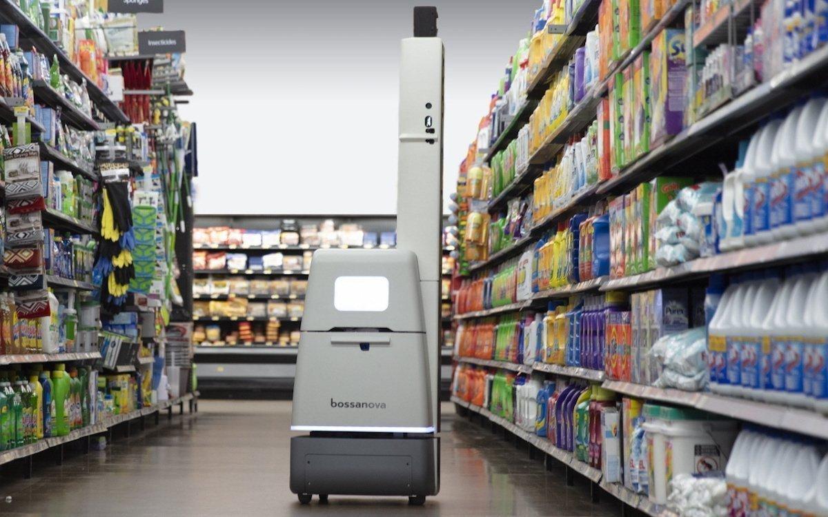 Bossa Nova-Roboter beim Regal-Scan in einem Supermarkt (Foto: LG)
