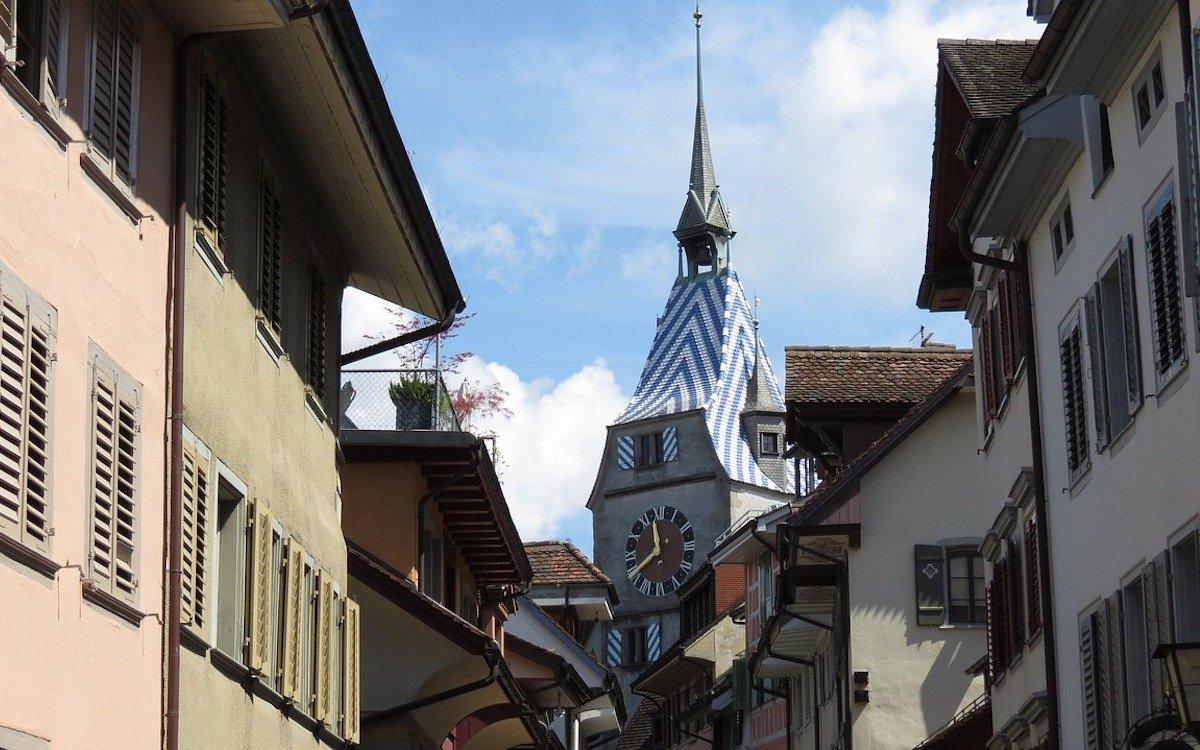 Die Stadt Zug setzt nun auf Digital-out-of-Home (Foto: Pixabay / MPMPix)