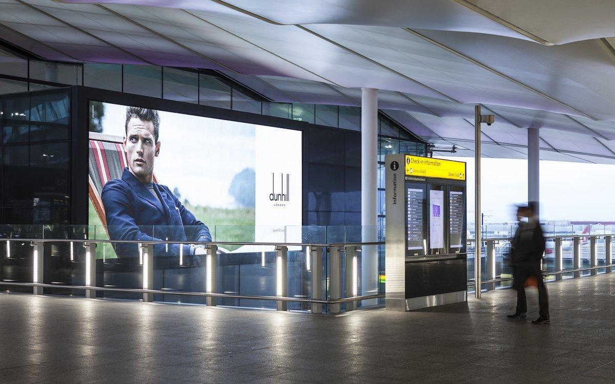 Digitale Kampagne von Alfred Dunhill am Airport Heathrow (Foto: JCDecaux UK)
